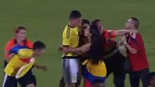 Hinchas invaden la cancha para abrazar a James Rodríguez
