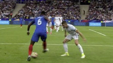 Video | Paul Pogba bailó a Gary Cahill con genial finta