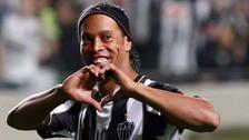 Ronaldinho disfrutó de una cena con una modelo peruana