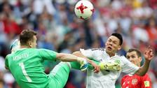 Video | Mexicano Lozano anotó ante Rusia pese a sufrir una fuerte patada
