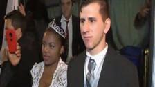 Video | El doble de Messi se casó en la puerta del City Center de Rosario