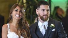 Messi y Antonela Rocuzzo bailaron sobre los hombros de Suárez y Demichelis