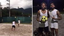 Neymar y Dani Alves sorprenden jugando futvóley con sus amigos