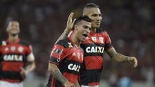 Guerrero y Trauco anotaron golazos de tiro libre en la práctica de Flamengo