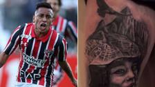 Christian Cueva se hizo un tatuaje de Machu Picchu en su pierna derecha