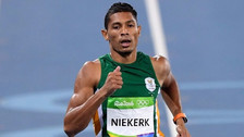 Van Niekerk ganó carrera al mismo estilo de Usain Bolt