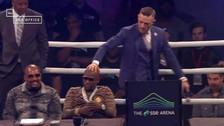 YouTube | McGregor tocó la cabeza de Mayweather durante careo en Londres