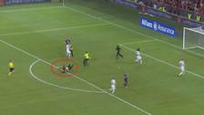 YouTube | Hincha invadió la cancha para evitar gol del Ajax en Champions