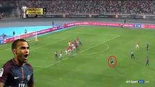 Dani Alves anotó un golazo de tiro libre y ganó la Supercopa de Francia