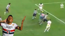 Christian Cueva aprovechó un error de sus rivales y anotó con Sao Paulo
