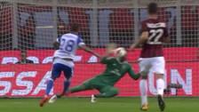 Milan - Craiova: Donnarumma se lució atajando el balón con la cara