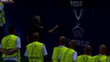 YouTube   Mourinho le entregó su medalla de la Supercopa a hincha en la tribuna