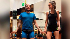 YouTube | Dani Alves se disfrazó de personal trainner para ayudar a su esposa