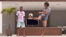 YouTube | Paolo Guerrero: Thaísa Leal sorprendió por su habilidad con el balón