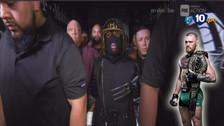 Mayweather ingresó con una extraña máscara al cuadrilátero para pelear ante McGregor