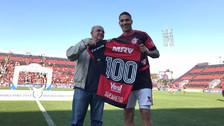 Paolo Guerrero fue homenajeado por cumplir 100 partidos con Flamengo