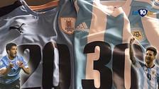 Messi y Suárez lideran el pedido del Mundial 2030 con camisetas especiales
