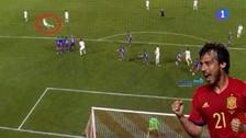 David Silva anotó un golazo de tiro libre en el triunfo de España
