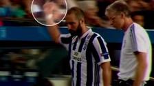 El grosero gesto de Gonzalo Higuaín a los hinchas del Barcelona