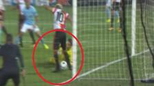 YouTube | El blooper del compañero del Renato Tapia en el gol de Manchester City