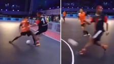 Ronaldinho se lució con una 'huacha' y pase sin mirar