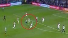 Miguel Araujo se lució con gran quite a Lionel Messi