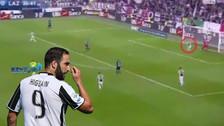 YouTube | Higuaín volvió a protagonizar blooper y falló gol debajo del arco