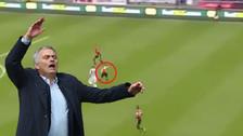 YouTube | Defensa cometió blooper en derrota del Manchester United