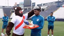 En práctica de Alianza Lima: Miguel Araujo recibió sorpresa de cumpleaños