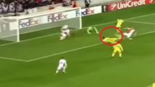 YouTube | Carlos Bacca y su definición de 'tijera' en la Europa League
