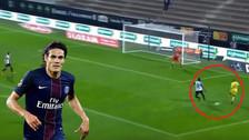 YouTube | Cavani fusiló a arquero del Angers tras un pase de taco de Mbappé