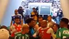 En el Corinthians - Palmeiras: Felipe Melo escupió a rival en el rostro