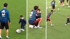 El emotivo juego entre Isco y su hijo en el entrenamiento de España