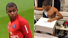 YouTube   Kylian Mbappé recibió un regalo en PSG y se llevó una sorpresa