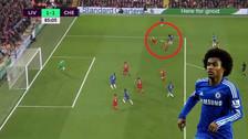 YouTube | Willian anotó un gol de 'sombrerito' en el empate ante Liverpool
