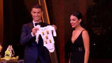 Cristiano Ronaldo y Georgina recibieron tierno regalo en gala del Balón de Oro
