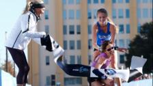Agonía máxima: la dramática llegada de una atleta a la meta de una maratón