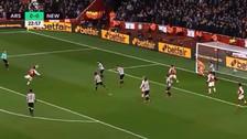 Mesut Özil anotó un golazo de volea ante Newcastle