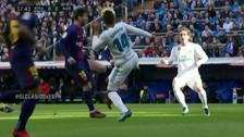 El 'sombrerito' de Messi para superar a Casemiro en el clásico español