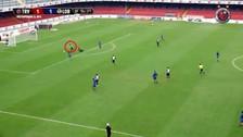 Irven Ávila anotó su primer gol con Lobos BUAP y dejó en el suelo a Pedro Gallese