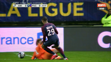 La terrible patada en la rodilla que recibió Mbappé y asustó al PSG