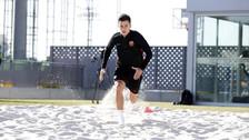 Philippe Coutinho entrenó sobre la arena para recuperarse de lesión