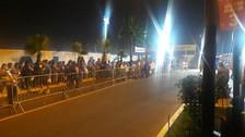 Cientos de fieles realizan largas colas en Las Palmas previo a la misa del Papa