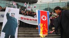 Queman foto de Kim Jong-un y banderas de Corea del Norte en Seúl