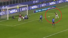 Con el arco libre:  Calhanoglu se comió gol insólito en el Milan - Lazio