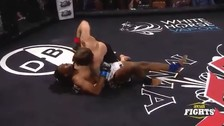 Luchador se noqueó a sí mismo y perdió duelo de MMA