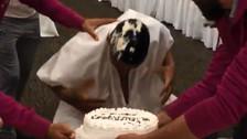 Ray Sandoval celebró cumpleaños en Morelia con tortazo en la cara