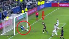 La magistral tapada de Buffon ante un cabezazo de Kane