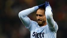 Solo tenía que empujarla: Cáceres falló gol insólito con la Lazio