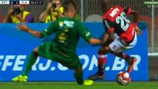 Puro talento: Vinicius lesionó a un rival tras hacer una gran regate